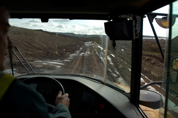Windshield「Dumper Truck on contaminated brownfield land successfully decontaminated and ready for new industrial development, Birmingham, England, United Kingdom」:写真・画像(9)[壁紙.com]