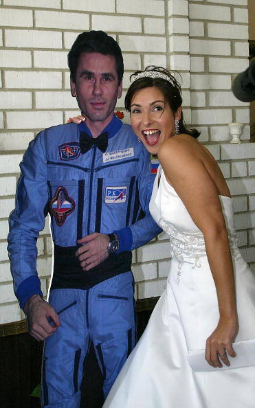 James Nielsen「Space Wedding Makes History」:写真・画像(0)[壁紙.com]