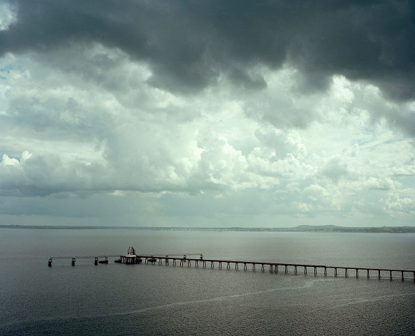Overcast「Oil pipeline into north channel, Northern Ireland」:写真・画像(1)[壁紙.com]