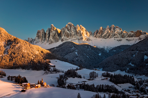 Ski Resort「Stunning winter landscape with Santa Maddalena village, Dolomites, Italy, Europe」:スマホ壁紙(13)