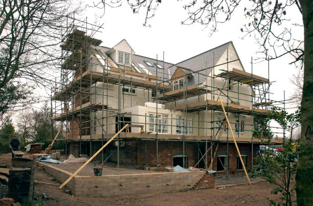 Self build house surrounded by scaffolding:ニュース(壁紙.com)