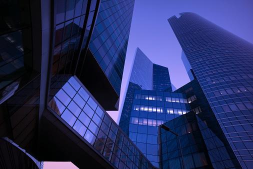 Corporate Business「Modern business district at dawn」:スマホ壁紙(15)