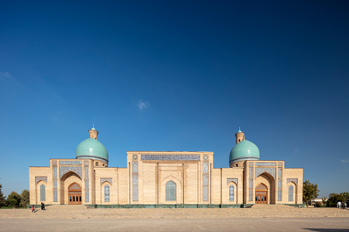 Praying「Hazrat Imam mosque built in 2007, Tashkent, Uzbekistan」:スマホ壁紙(8)