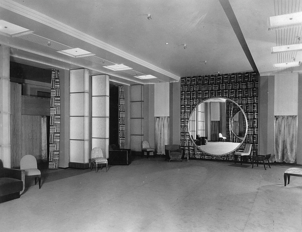 Clothing Store「New Dressing Room In A New York Store. About 1935. Photograph.」:写真・画像(7)[壁紙.com]