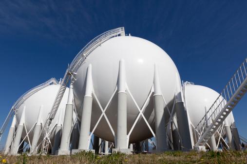 Fireball「Overview of petroleum storage tanks on petrochemical plant」:スマホ壁紙(15)
