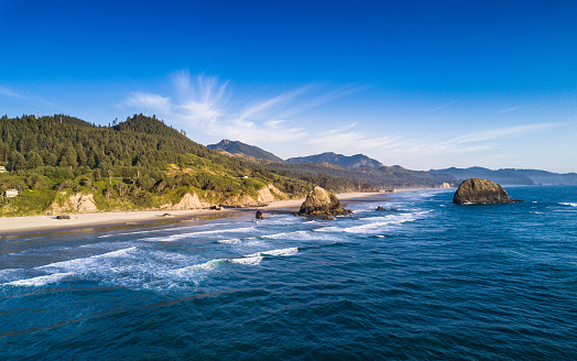 Cannon Beach「Cannon Beach from the Ocean - Aerial Shot」:スマホ壁紙(17)