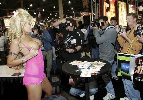アダルトビデオニュースアダルトエンターテイメントエキスポ「Adult Entertainment Convention Held In Las Vegas」:写真・画像(3)[壁紙.com]