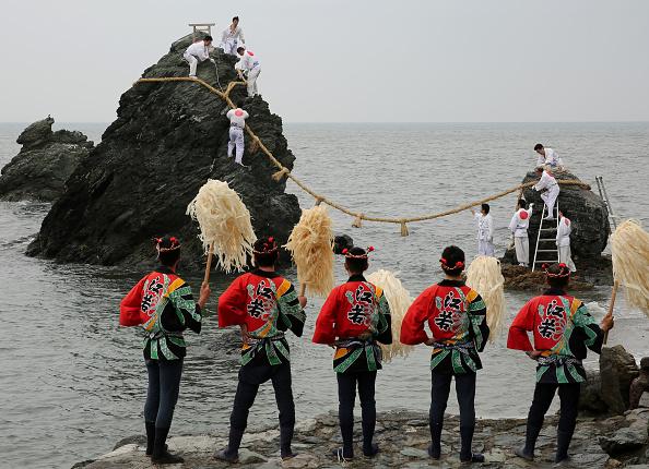 日本の神社「Meoto Iwa Ooshimenawahari Ceremony」:写真・画像(17)[壁紙.com]