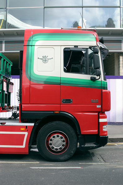 Two Lane Highway「Side view of red scania lorry cab used for delivering parts to site.」:写真・画像(1)[壁紙.com]