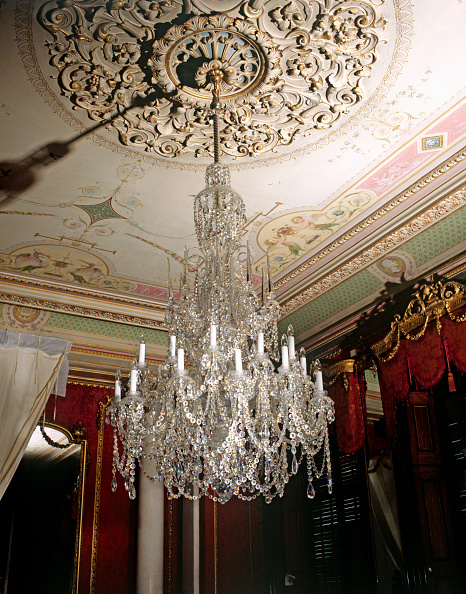 Ceiling「Large chandelier in a listed country house, England」:写真・画像(5)[壁紙.com]