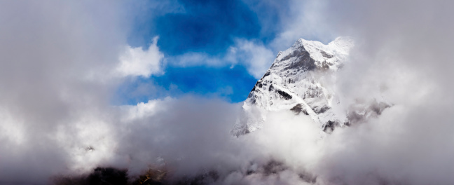 Sagarmāthā National Park「Snow mountain summit dramatic high altitude cloudscape panorama Himalayas Nepal」:スマホ壁紙(14)