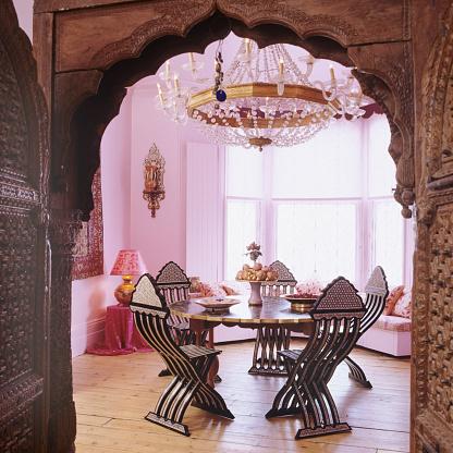 Lamp Shade「Victorian London villa with Arabesque ceramic and pink walls」:スマホ壁紙(6)