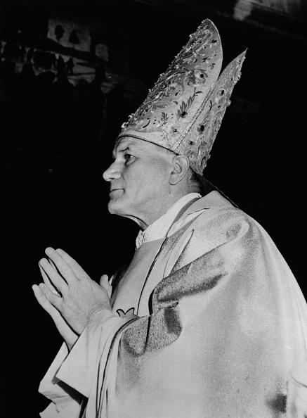 Mitre「Newly Elected Pope」:写真・画像(16)[壁紙.com]