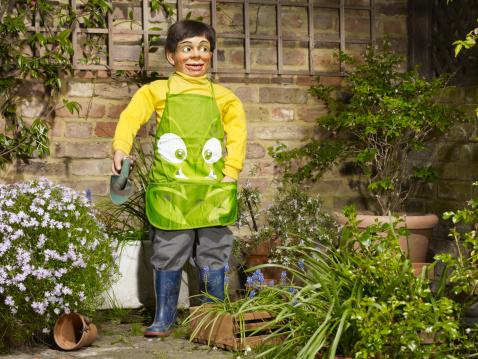 Ventriloquist's Dummy「Ventriloquist doll gardening」:スマホ壁紙(4)