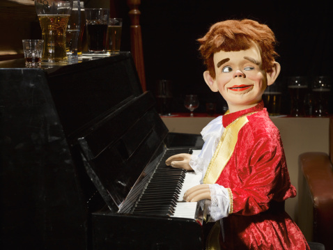 Ventriloquist's Dummy「Ventriloquist doll playing piano」:スマホ壁紙(17)