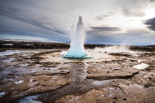 Spraying「Iceland - Strokkur Geyser Iceland erupting」:スマホ壁紙(14)