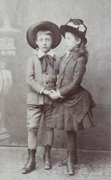 1880-1889「Boy And Girl With Hat」:写真・画像(4)[壁紙.com]