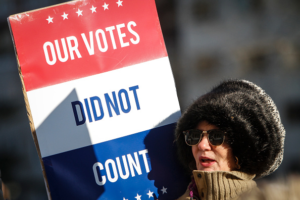 People「Electoral College Voters Cast Ballots Amid Protests」:写真・画像(2)[壁紙.com]