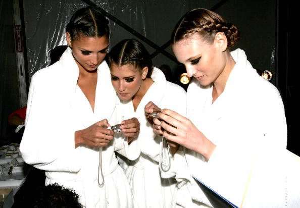 Bathrobe「Gottex Spring 2006 - Backstage」:写真・画像(5)[壁紙.com]