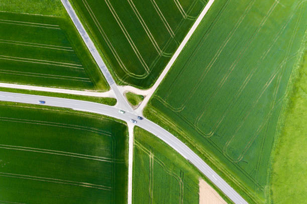 Agricultural area and thoroughfare - aerial view:スマホ壁紙(壁紙.com)