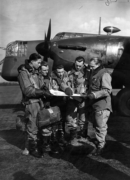 Wireless Technology「Flight crew of a Armstrong Whitworth Whitley」:写真・画像(10)[壁紙.com]