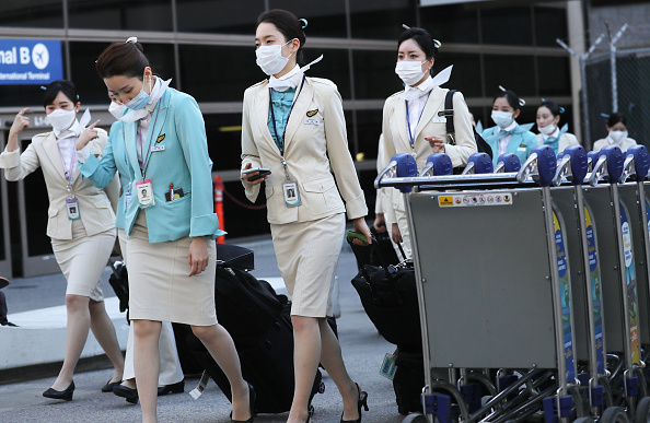 LAX Airport「Flight Crews Wear Protective Gear For International Flights」:写真・画像(11)[壁紙.com]