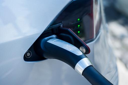 Electronics Industry「Charging of an electric car」:スマホ壁紙(12)
