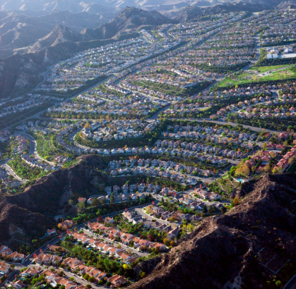 Row House「Housing development in valley, aerial view」:スマホ壁紙(18)