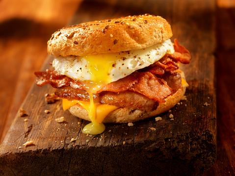 Sandwich「Bagel, Bacon, Sausage and Egg Breakfast Sandwich」:スマホ壁紙(14)