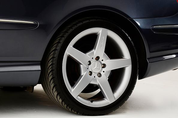 Caucasian Ethnicity「2009 Mercedes Benz CLK Cabriolet」:写真・画像(12)[壁紙.com]