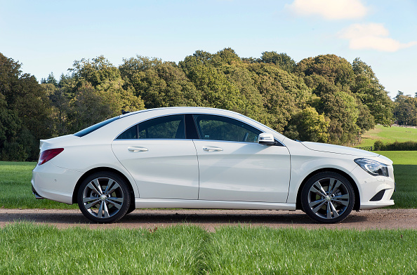 Side View「2013 Mercedes Benz CLA 180 Sport」:写真・画像(9)[壁紙.com]