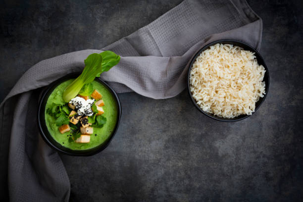 Green thai curry with spinach, pak choi, tofu, sour cream, black sesame and jasmine rice:スマホ壁紙(壁紙.com)