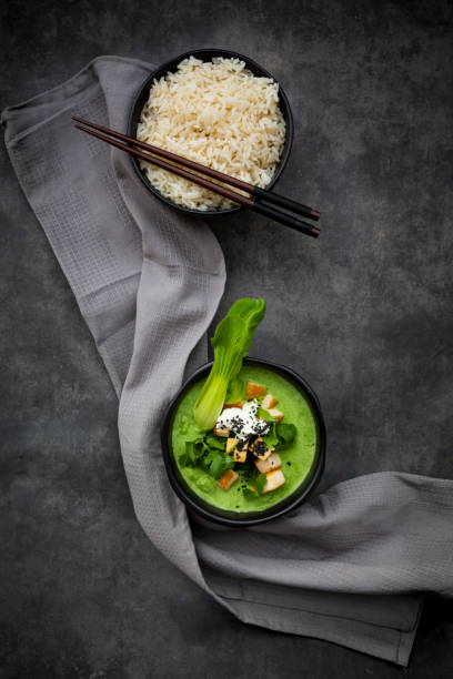 Green thai curry with spinach, pak choi, tofu, sour cream, black sesame and jasmine rice:スマホ壁紙(壁紙.com)