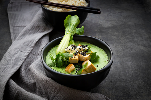 Green Curry「Green thai curry with spinach, pak choi, tofu, sour cream, black sesame and jasmine rice」:スマホ壁紙(4)
