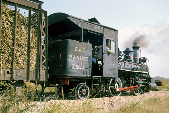 T 「A vintage Baldwin 0-4-2T believed to be of 1882 vintage draws a rake of loaded sugar cane at the Manuel Isla Perez Sugar Mills Cuba.」:写真・画像(1)[壁紙.com]
