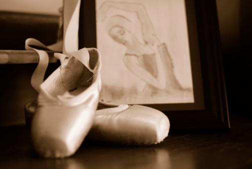 Sepia Toned「Vintage Ballet Pointe Shoes」:スマホ壁紙(8)