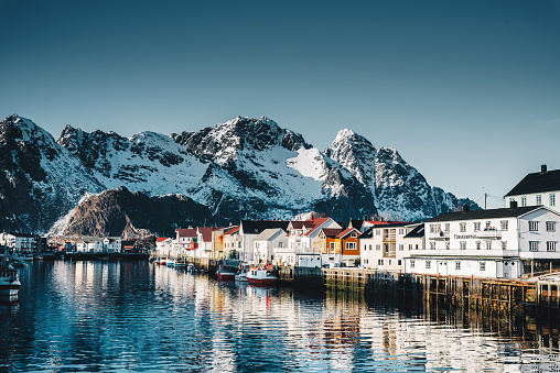 Fjord「Henningsvær village at the lofoten」:スマホ壁紙(6)
