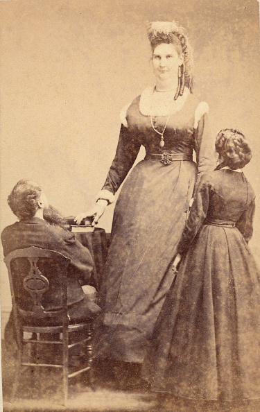 Connection「Circus Giant Anna Haining Bates & Her Parents」:写真・画像(13)[壁紙.com]