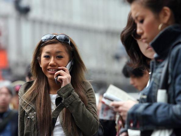 話す「Softbank Corp Buys Vodafone's Japanese Cellphone Unit」:写真・画像(15)[壁紙.com]
