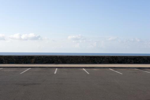 オアフ島「Parking spaces overlooking ocean.」:スマホ壁紙(16)