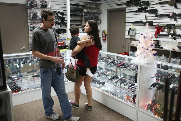 Pompano Beach「Holiday Gun Sales Soar In U.S.」:写真・画像(7)[壁紙.com]