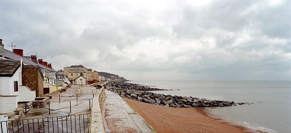 2002「New stone groyne for coastal protection.」:写真・画像(16)[壁紙.com]