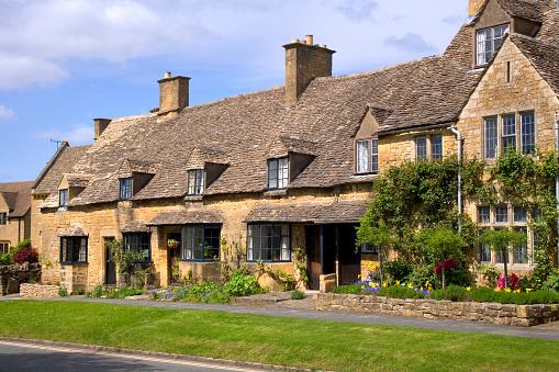 コッツウォルズ「蜂蜜色の石のコテージでブロードウェイ、ウスターソース、Cotswolds ,英国」:スマホ壁紙(2)