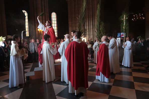 Religious Mass「Palm Sunday At The Cathedral Of Notre Dame」:写真・画像(17)[壁紙.com]