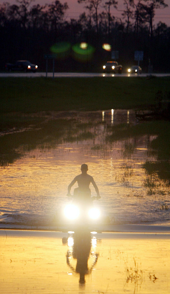 影「Floridians Struggle After Hurricane Charley」:写真・画像(14)[壁紙.com]