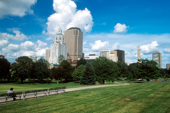 Grass「City Street in Hartford, CT」:写真・画像(19)[壁紙.com]