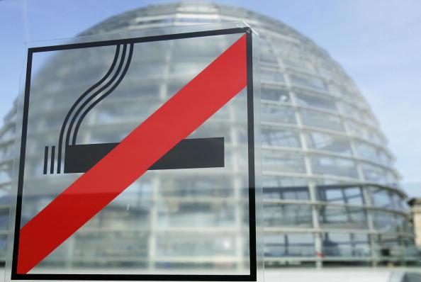 No Smoking Sign「Germany Discusses Smoking Ban」:写真・画像(16)[壁紙.com]