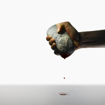 Gripping「Hand holding a stone」:スマホ壁紙(10)
