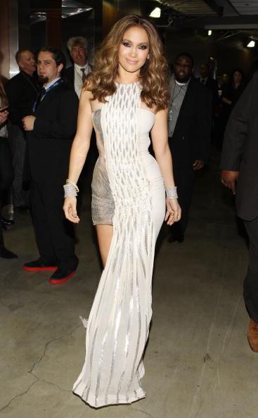 Sleeveless Dress「The 52nd Annual GRAMMY Awards - Backstage」:写真・画像(13)[壁紙.com]