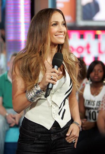 Cuff Bracelet「MTV TRL Presents Co-Host Hilary Duff With Jennifer Lopez And MIMS」:写真・画像(16)[壁紙.com]